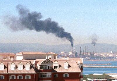 refinery pollutes Bay air