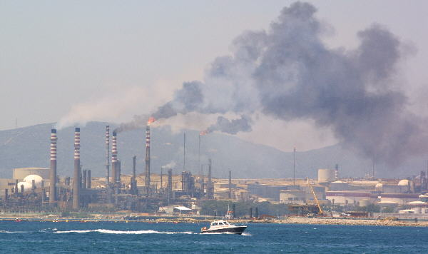 refinery chokes neighbouring residents